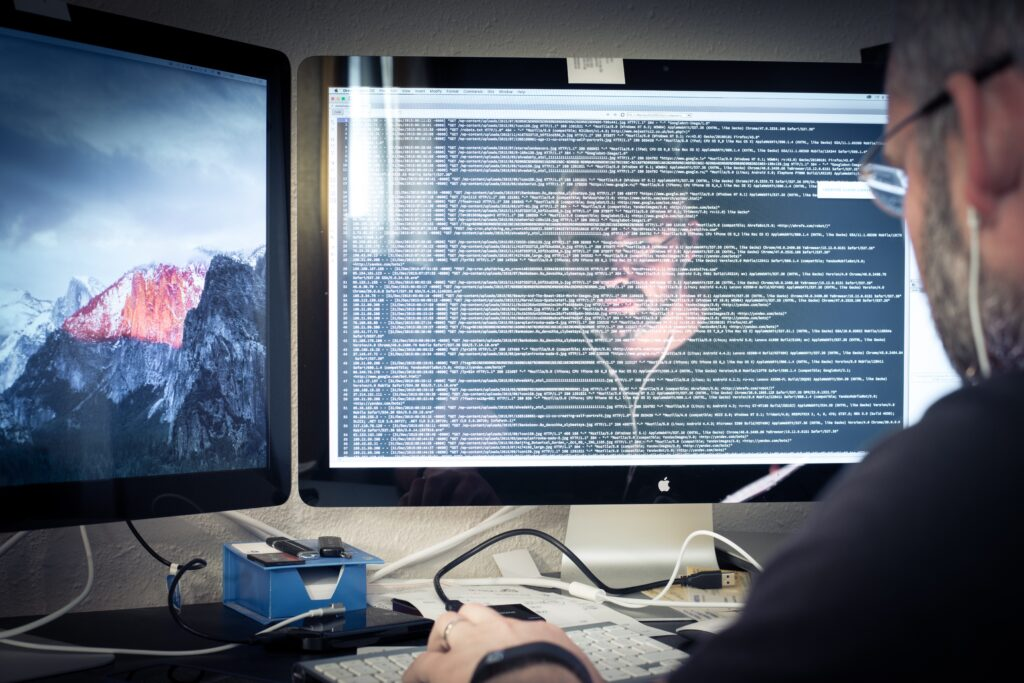 hacker programmer reading the code t20 BEzWYj